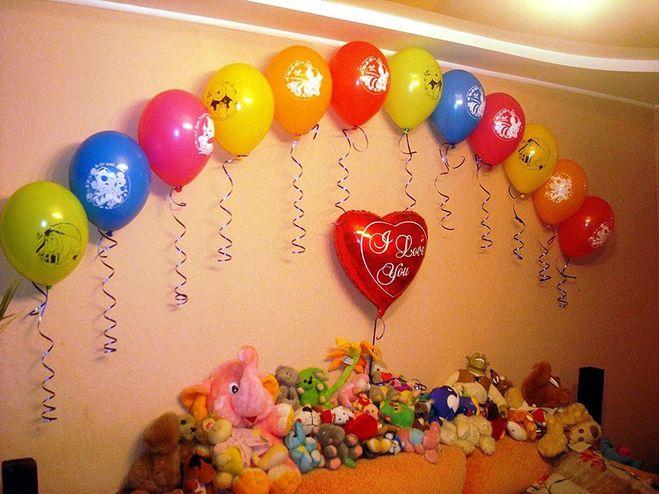 Украсить комнату шарами своими руками на день