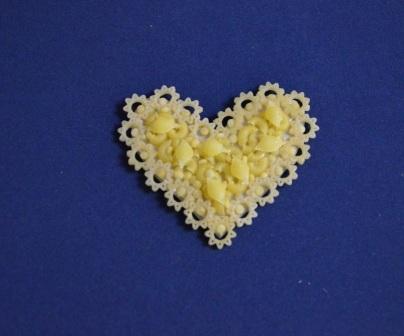 Поделки из макарон сердечко