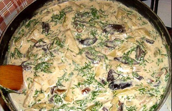 Как приготовить грибы с картошкой со сметаной
