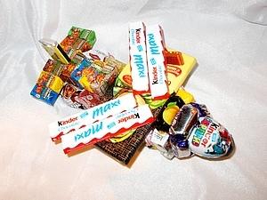 подарок из конфет на 23 февраля своими руками