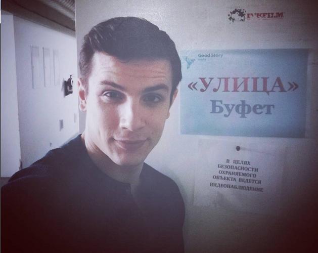 В сериале Улица на ТНТ актер Юрий Николаенко