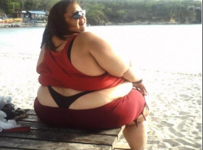 прочел жирная тетя в стрингах фото согласилась