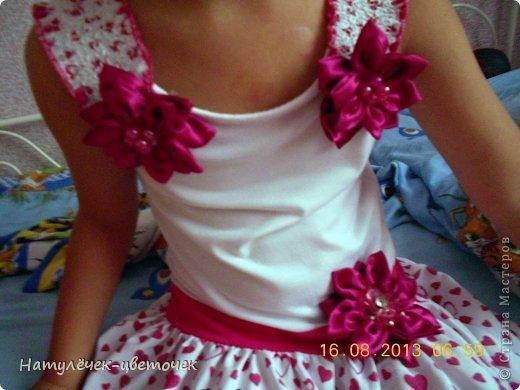 Цветок из атласной ленты своими руками на платье 14