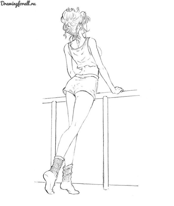 Девушки в коротких шортах со спины