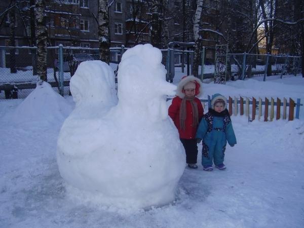Петух из снега