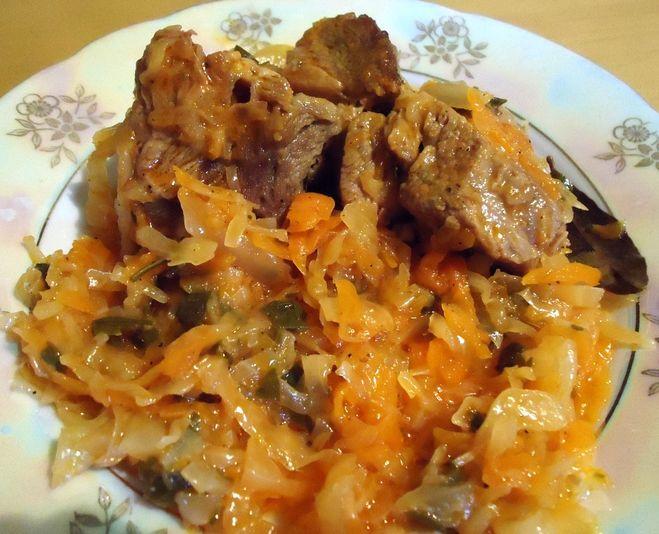 капуста тушеная с мясом на сковороде рецепт
