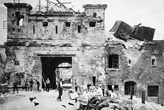 Брестская крепость, оборона, начало войны
