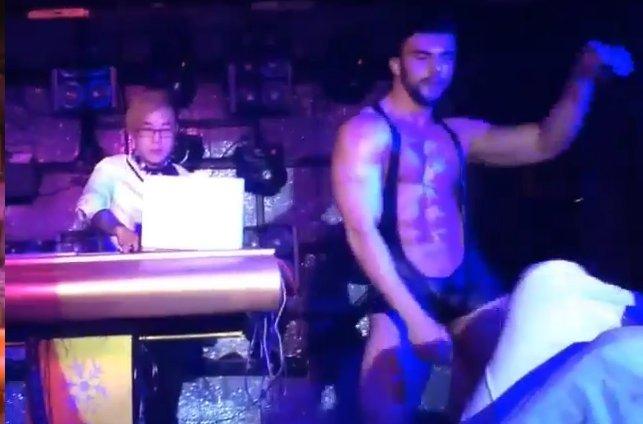 Смотреть стриртиз гей