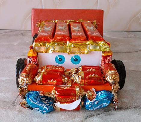 машина из конфет своими руками