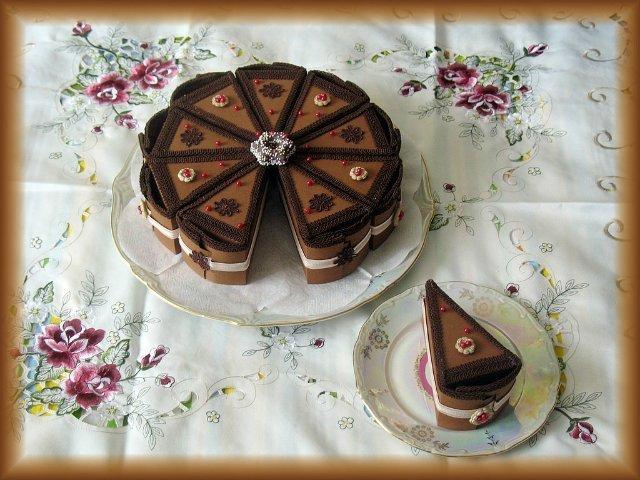 Мастер-класс «Коробочка в виде кусочка торта» / Скрапбукинг / В 8