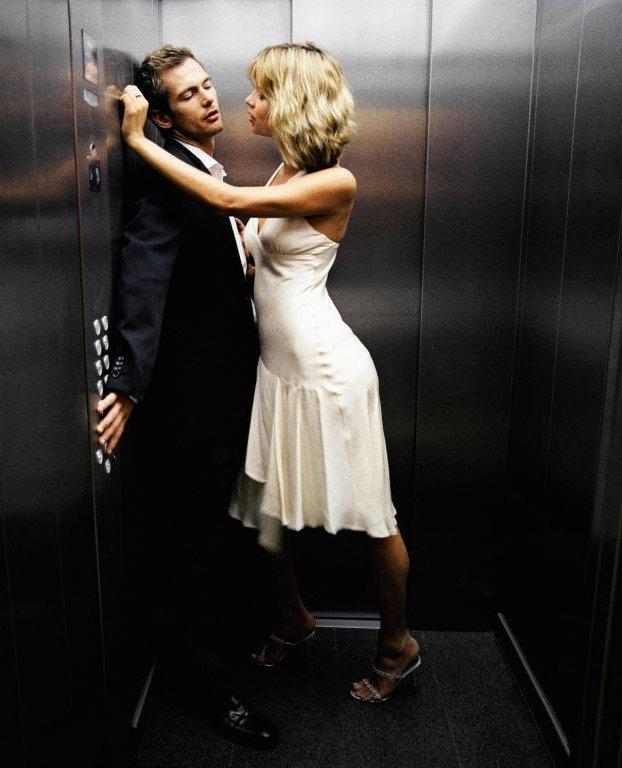 женщина пристает к мужчине мужчину фото