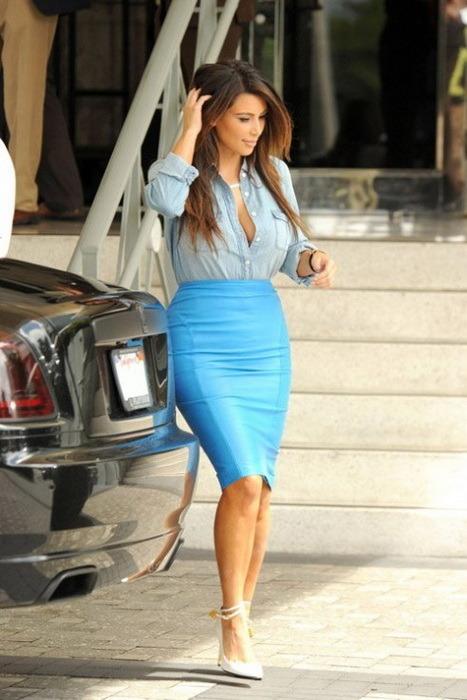 Бледно голубая юбка