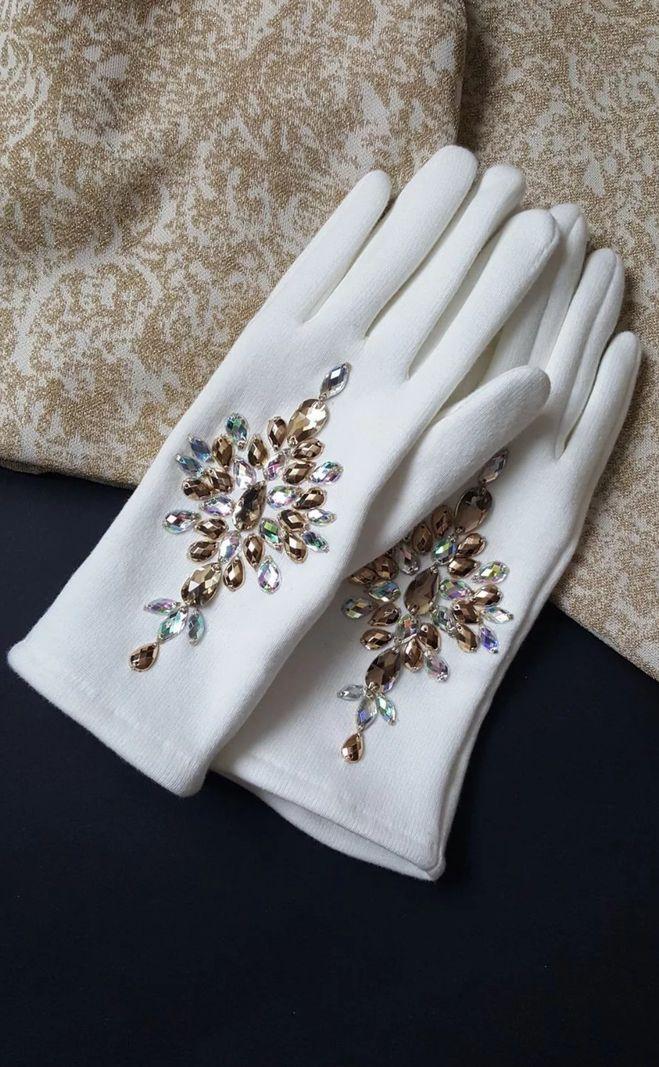 Как украсить перчатки стразами своими руками