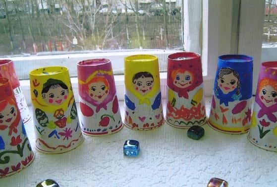 Падалка з дітьми з паперових стаканчиків, що і як зробити?