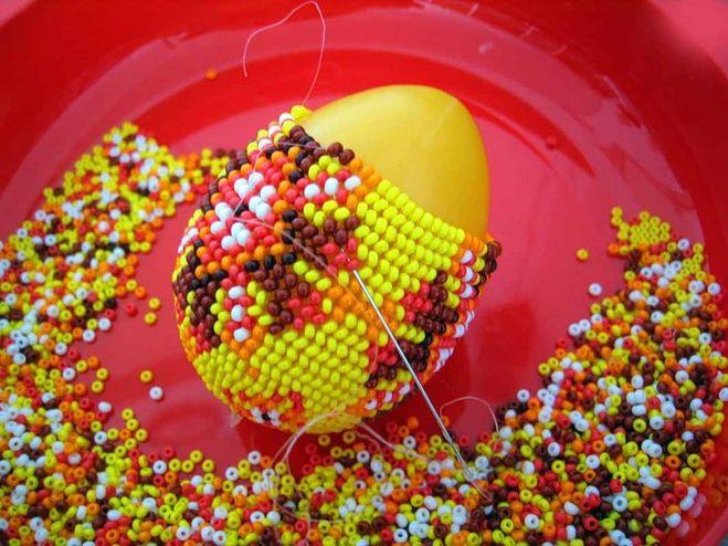 Как украсить деревянное яйцо