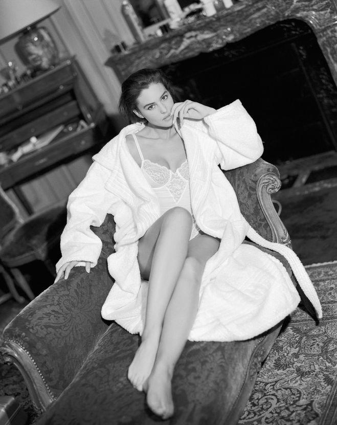 черно белое фото Моника Беллучи