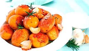 Запеченный чеснок с картошкой