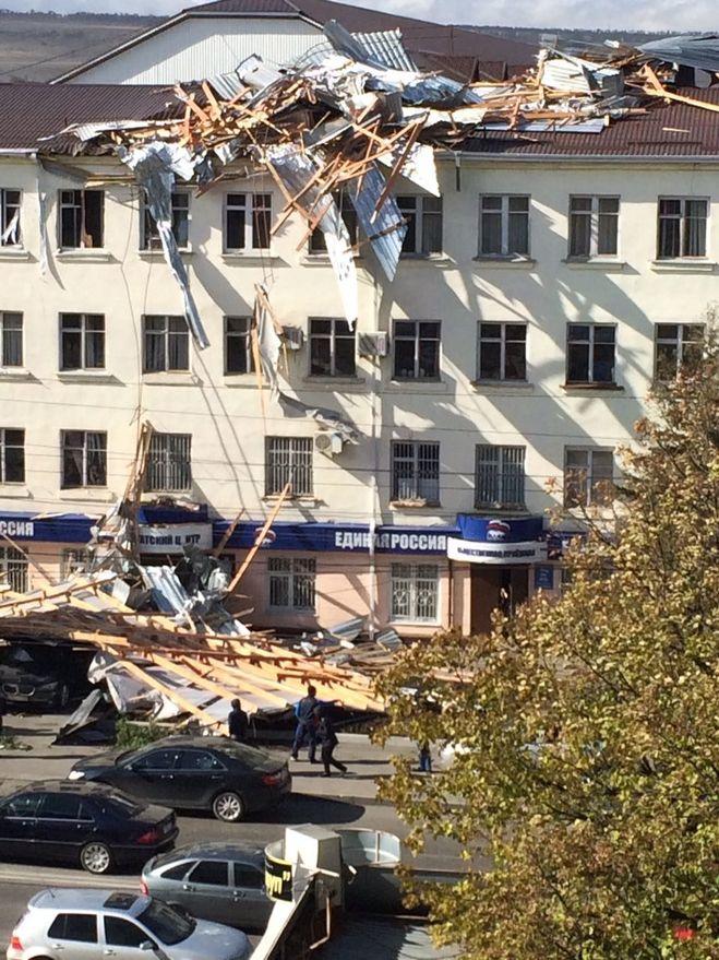 Обвалилась крыша в Черкесске 1