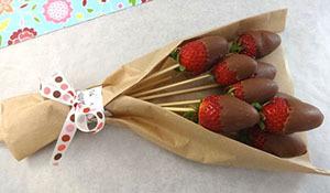 букет из клубники в шоколаде своими руками