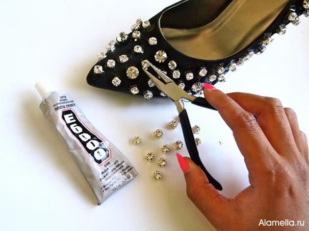 Как украсить туфли стразами своими руками