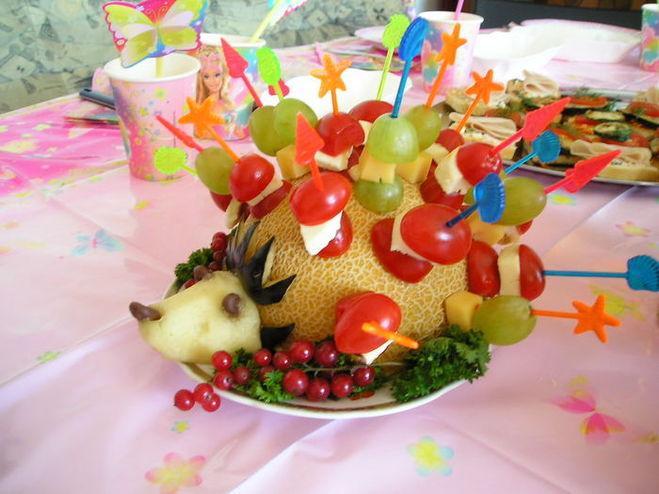 Ежик из фруктов своими руками фото