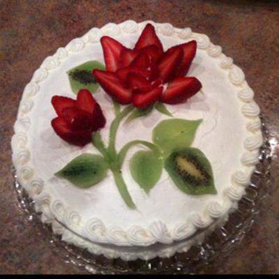 торт с клубникой-розой