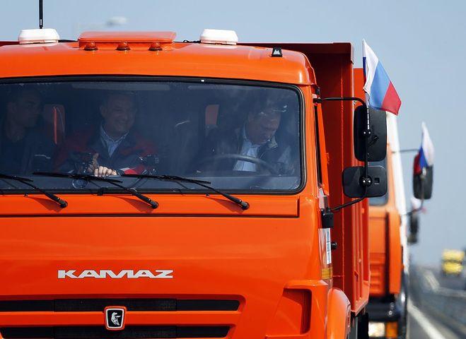путин за рулем камаза на крымском мосту