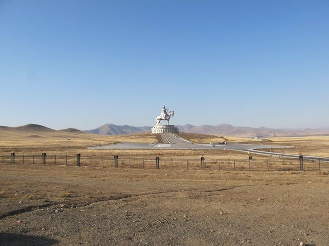 Монумент Чингисхану в Монголии.