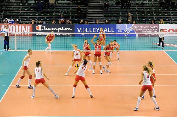 Сколько человек играет в волейбольной команде