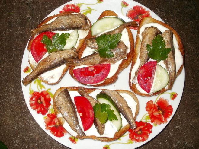 Какие можно сделать бутерброды со шпротами в масле?