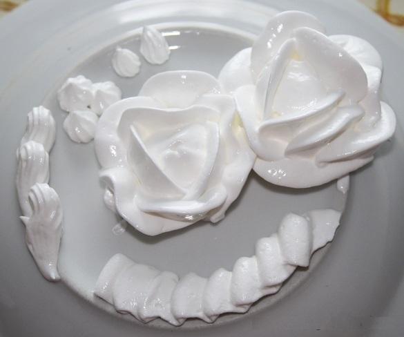 как украсить торт белковым кремом