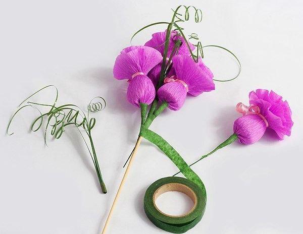Цветы из крепированной бумаги своими руками с конфетами мастер класс - Huntsman-Fisherman.ru