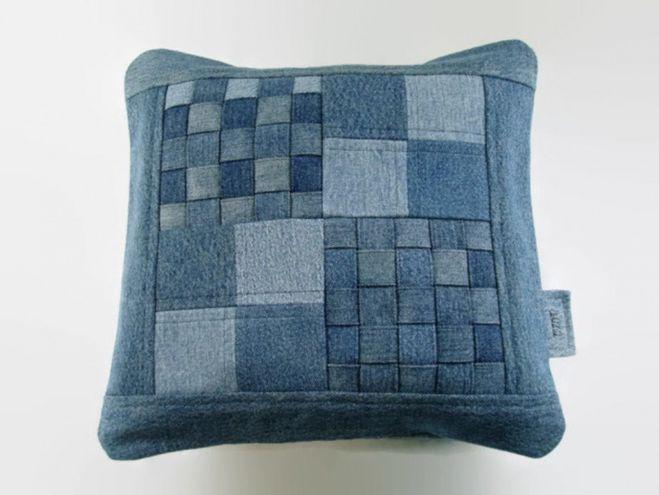 Как сшить подушку из джинсовых лоскутков 2