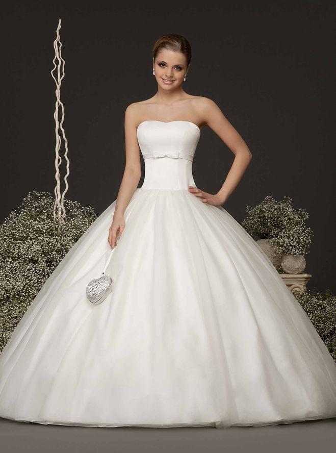 20209a1e561 ... Чернигова продаются самые красивые свадебные платья  текст при наведении