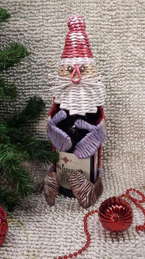 Дед Мороз из газетных трубочек