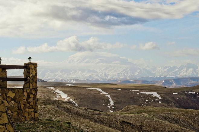 Вид на  красавец Эльбрус с перевала Кум Баши