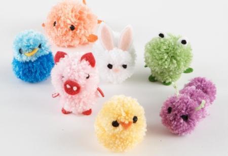 Какие игрушки можно сделать из помпонов? (Пошаговое объяснение)?
