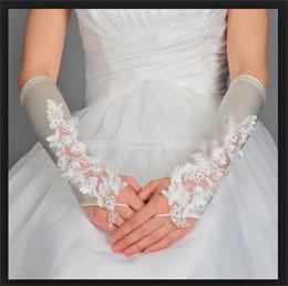 перчатки с кружевами