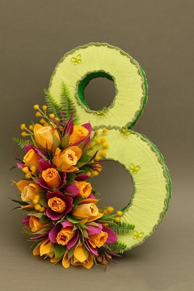 подарок из конфет девушке цифра восемь