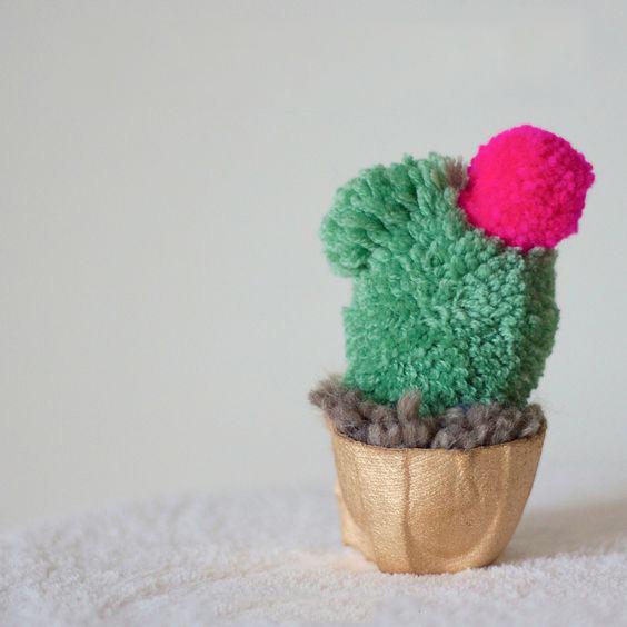 поделка кактус из помпонов