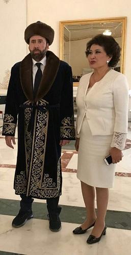 Николас Кейдж в шубе в Казахстане