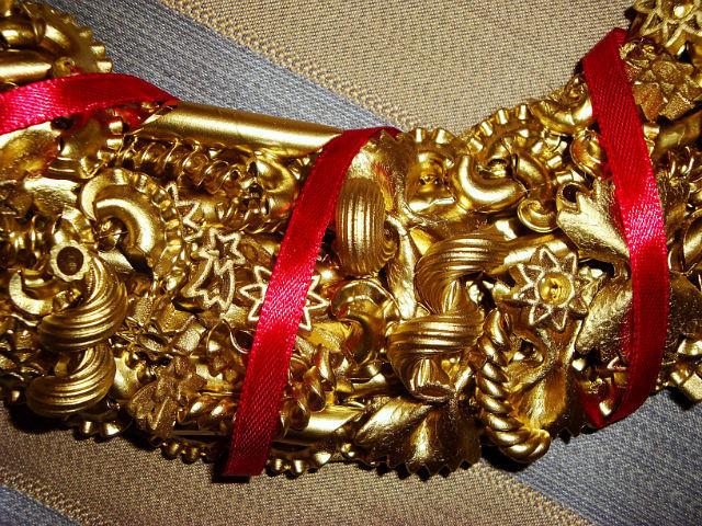 Венки новогодние своими руками из макарон 53