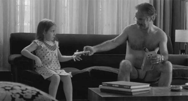 Папа снял с дочери трусы