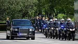Почему жителей Хельсинки попросили не смотреть из окон на кортеж Путина и Трампа