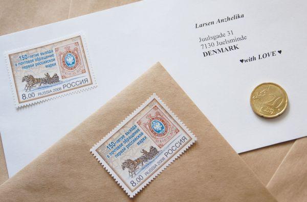 почтовые конверты с наклеенной маркой принимали