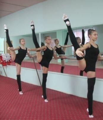 юные балерины репетируют