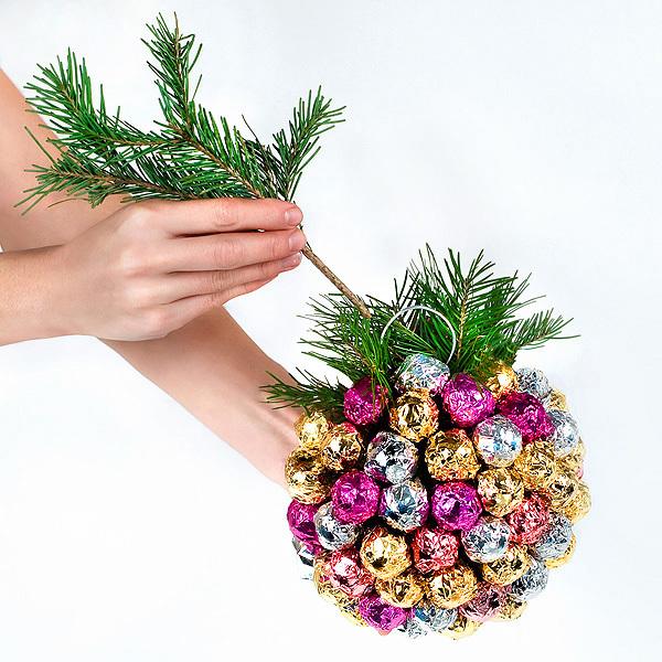 Как украсить новогодний шарик