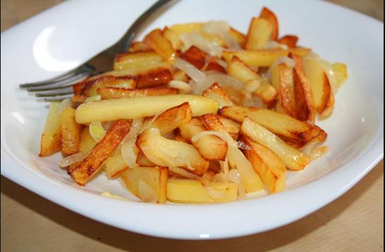 нужно ли накрывать картошку при жарке крышкой