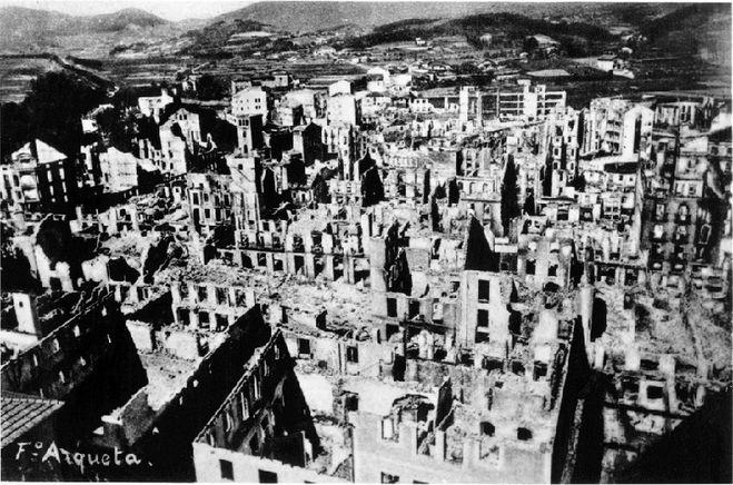 Герника после бомбёжки