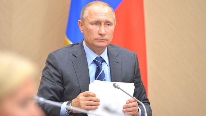 Президент России Владимир Путин освободил от руководящих должностей сотрудников управделами делами президента, ФСБ, Минобороны и МВД